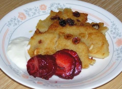 Sweet Upma with Strawberries and Yogurt
