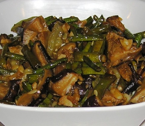 long beans stir-fried with silk squash and shitake mushrooms
