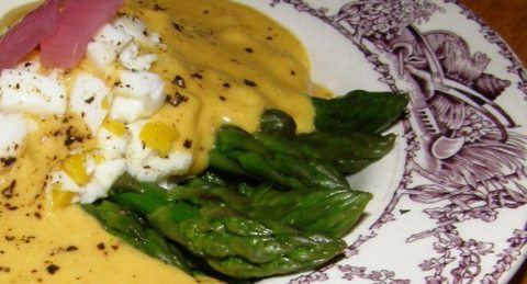 asparagus with creamy yogurt sauce